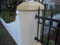 solidne ogrodzenie murowane