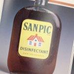 butelka ze środkiem do dezynfekcji